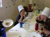 Lachende Kinder beim Essen